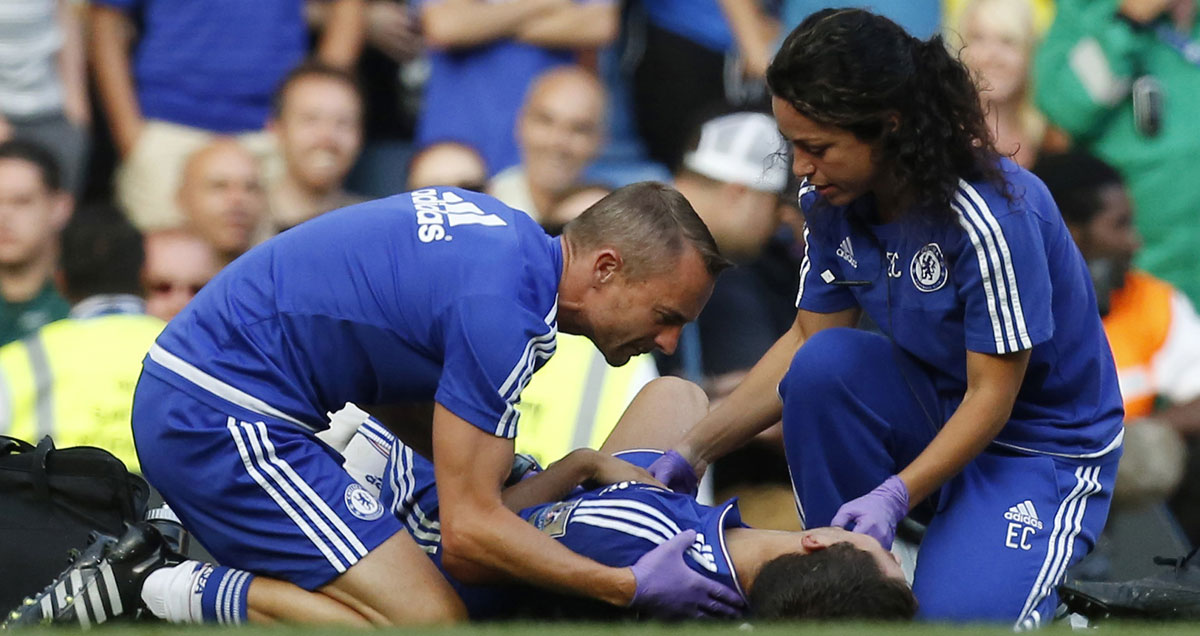 Eva-Carneiro-Chelsea-tends-to-stricken-Eden-Hazard