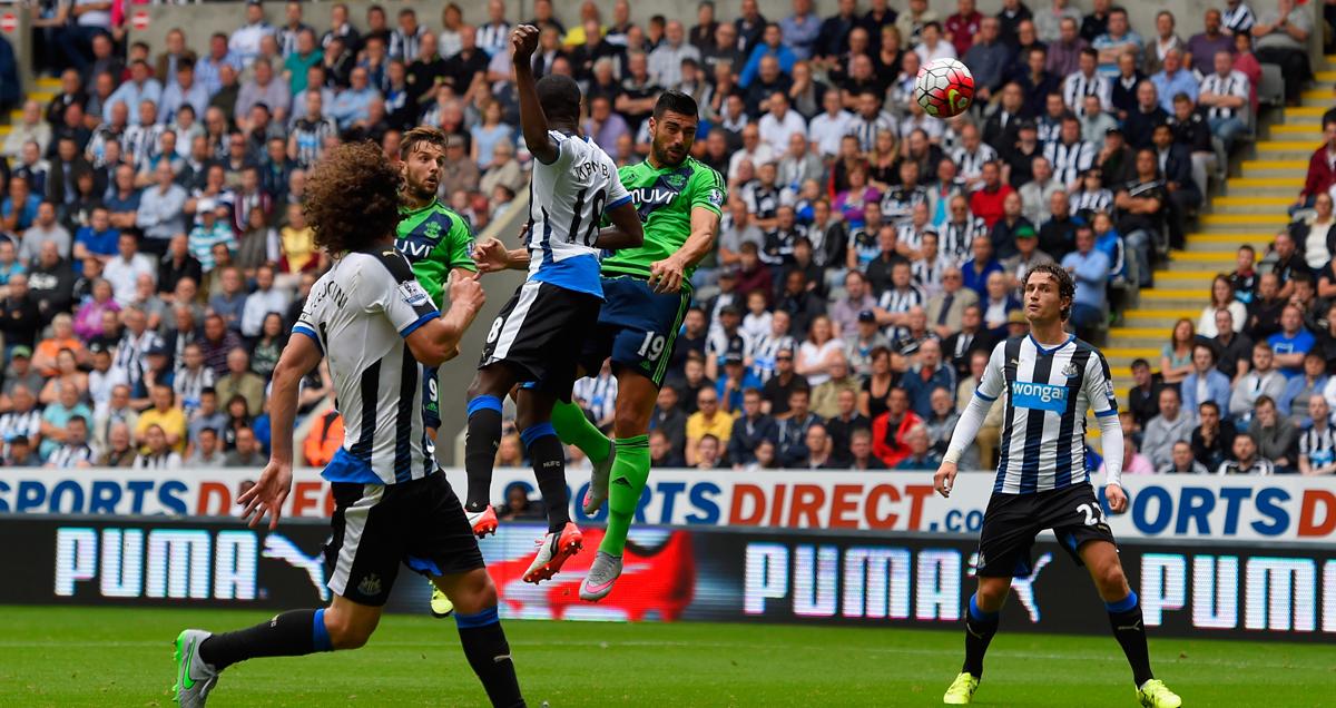 Graziano-Pelle-scores-for-Southampton-v-Newcastle