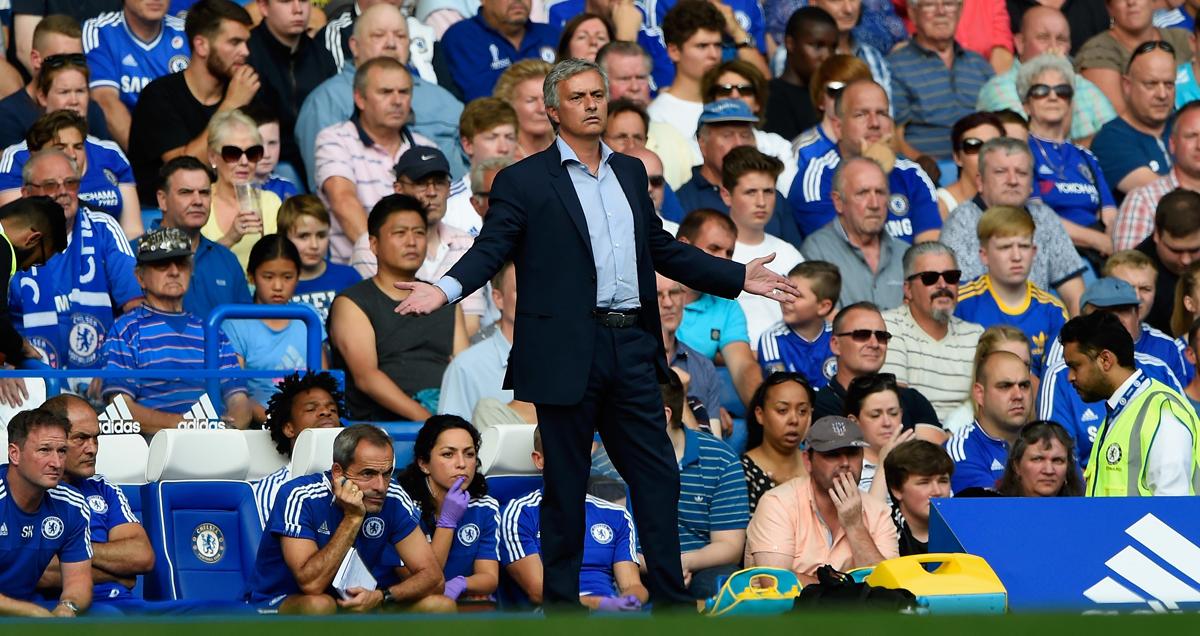 Jose-Mourinho-looks-nonplussed-against-Swansea