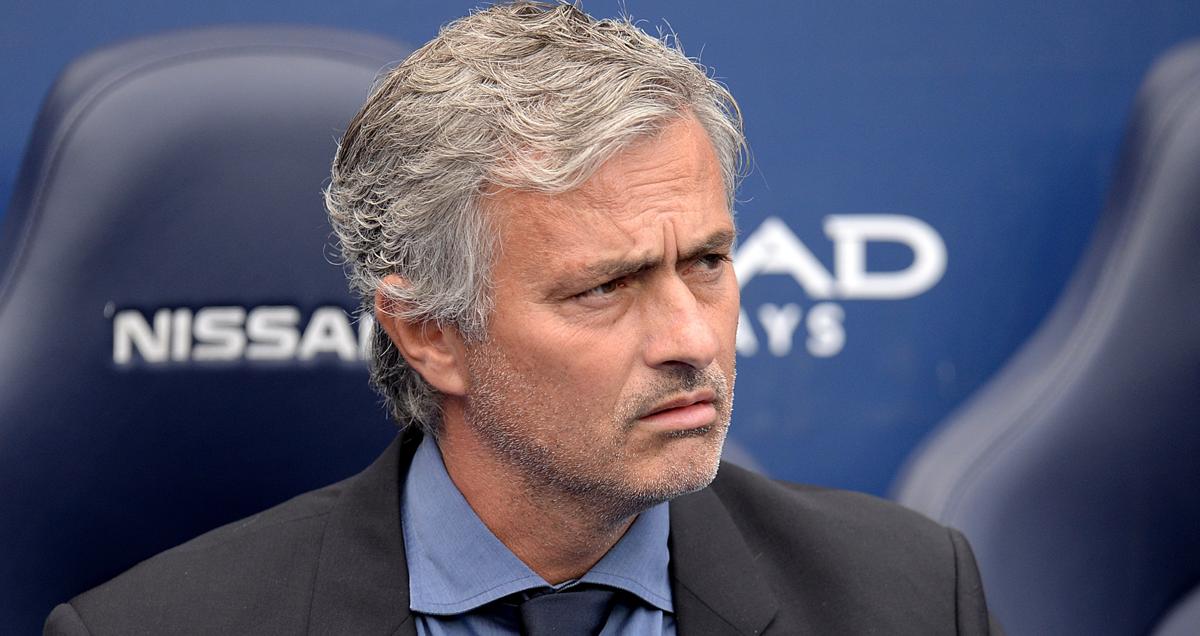 Jose-Mourinho-wathces-Chelsea-lose-3-0-to-Man-City