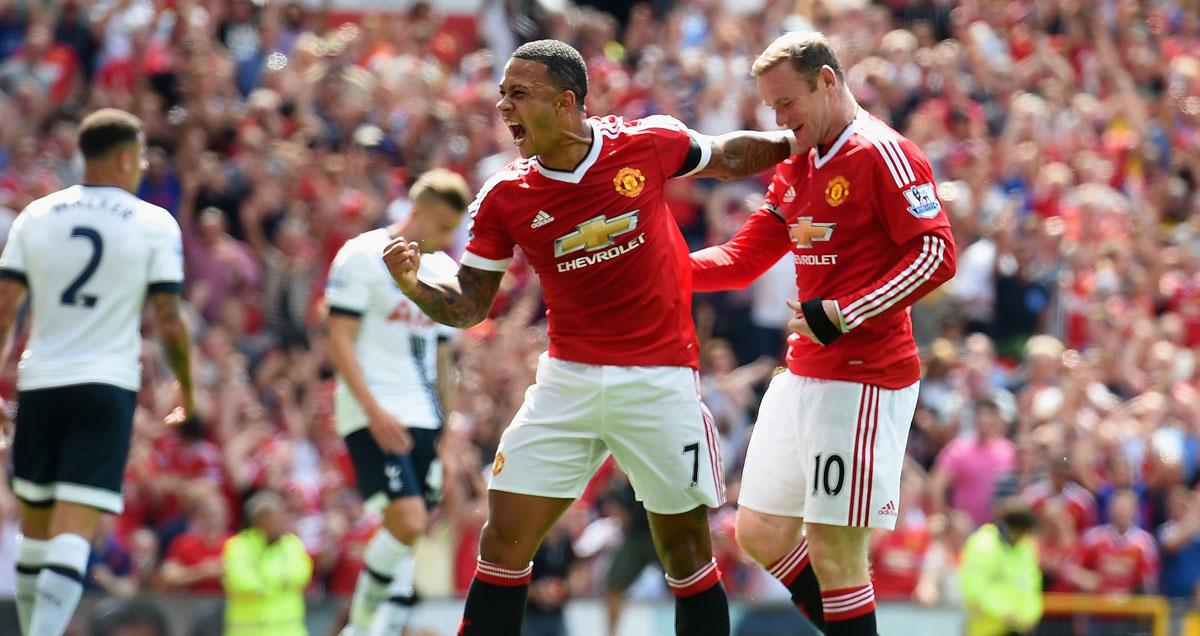 Wayne-Rooney-Memphis-Depay-celebrate-Man-Utd
