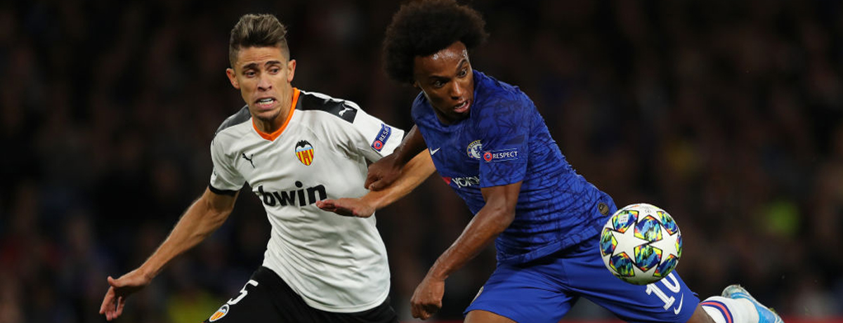 D - SEPTEMBER 17: Willian of Chelsea battles with Gabriel Paulista of Valencia