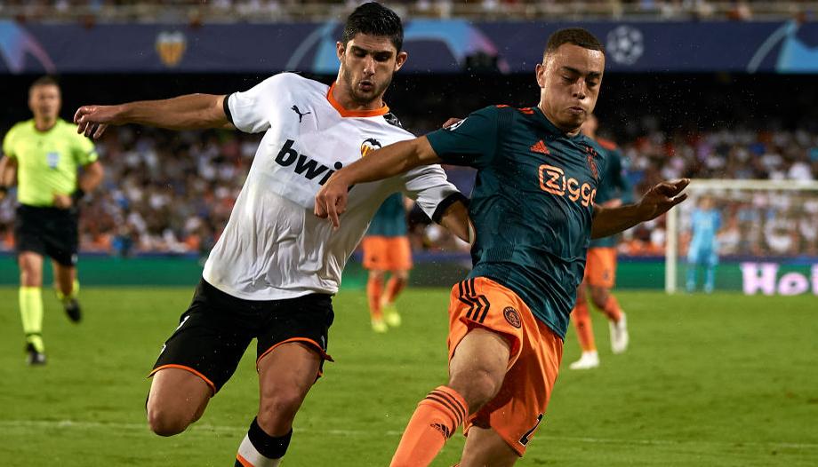 Ajax vs Valencia: Dutch giants fancied to wrap up top spot