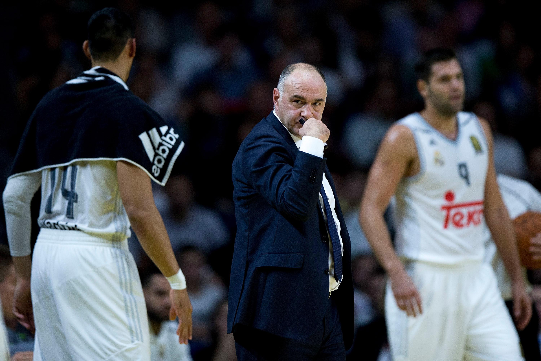 Pablo Laso hace un gesto en un partido del Real Madrid.