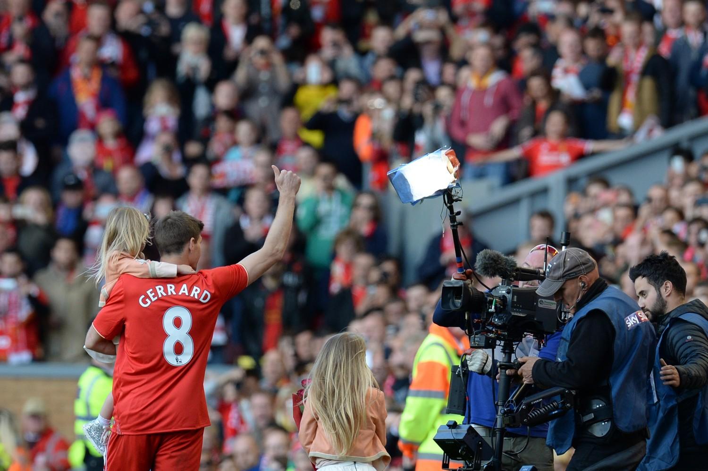 L'addio di Steven Gerrard alla curva del Liverpool