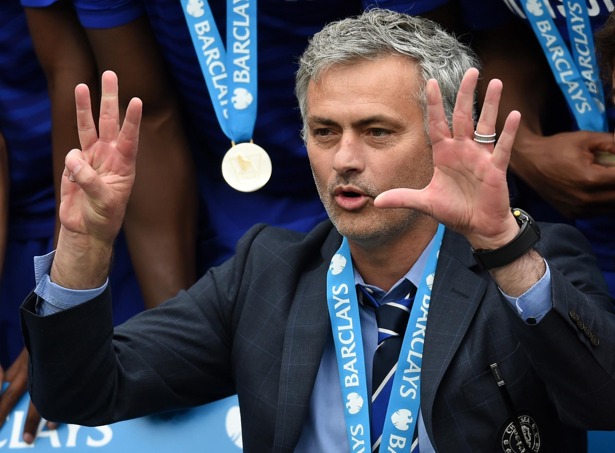 José Mourinho festeggia l'ultima Premier conquistata col Chelsea