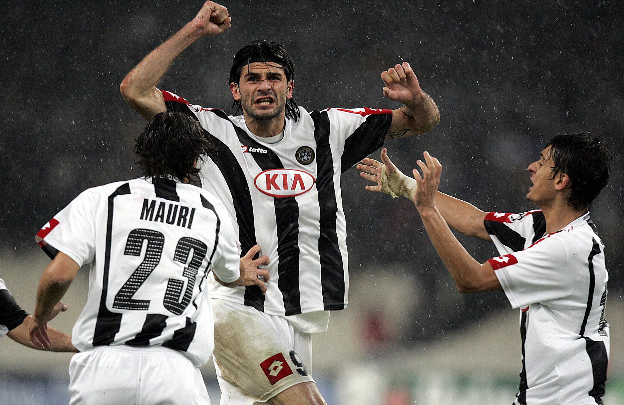 Udinese's striker Vincenzo Iaquinta (C)