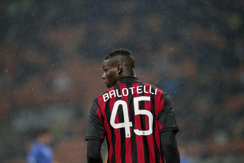 Mario Balotelli con la maglia del Milan