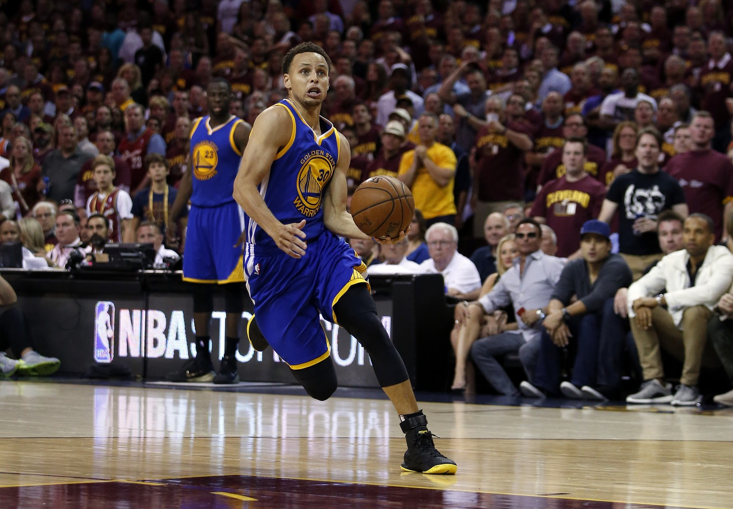 Steph Curry è stato votato come Most Valuable Player del 2014-15