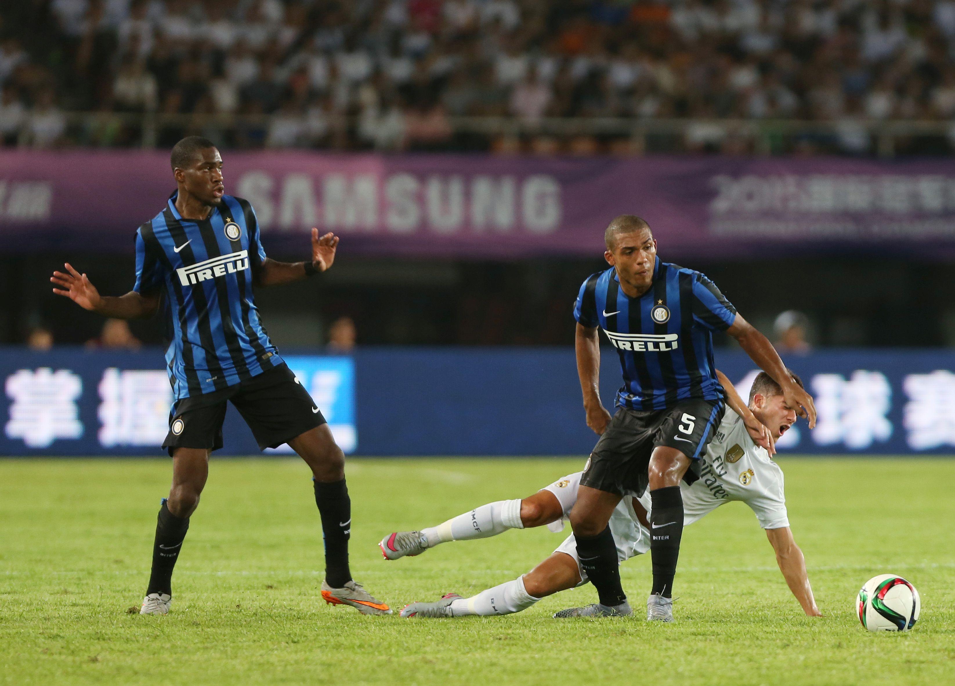 Juan Jesus e Geoffrey Kondogbia in azione con la maglia dell'Inter