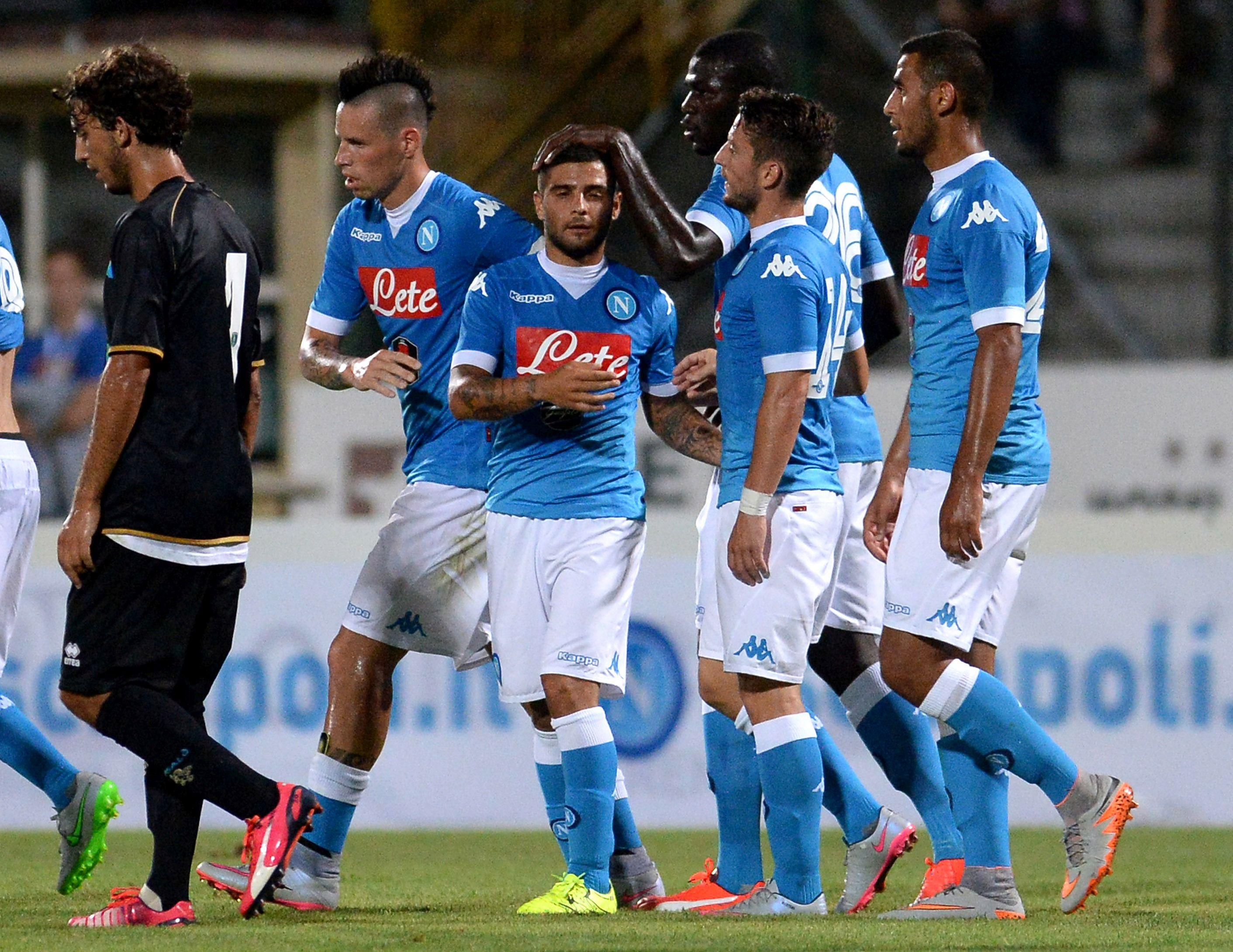 Il Napoli festeggia un gol di Lorenzo Insigne