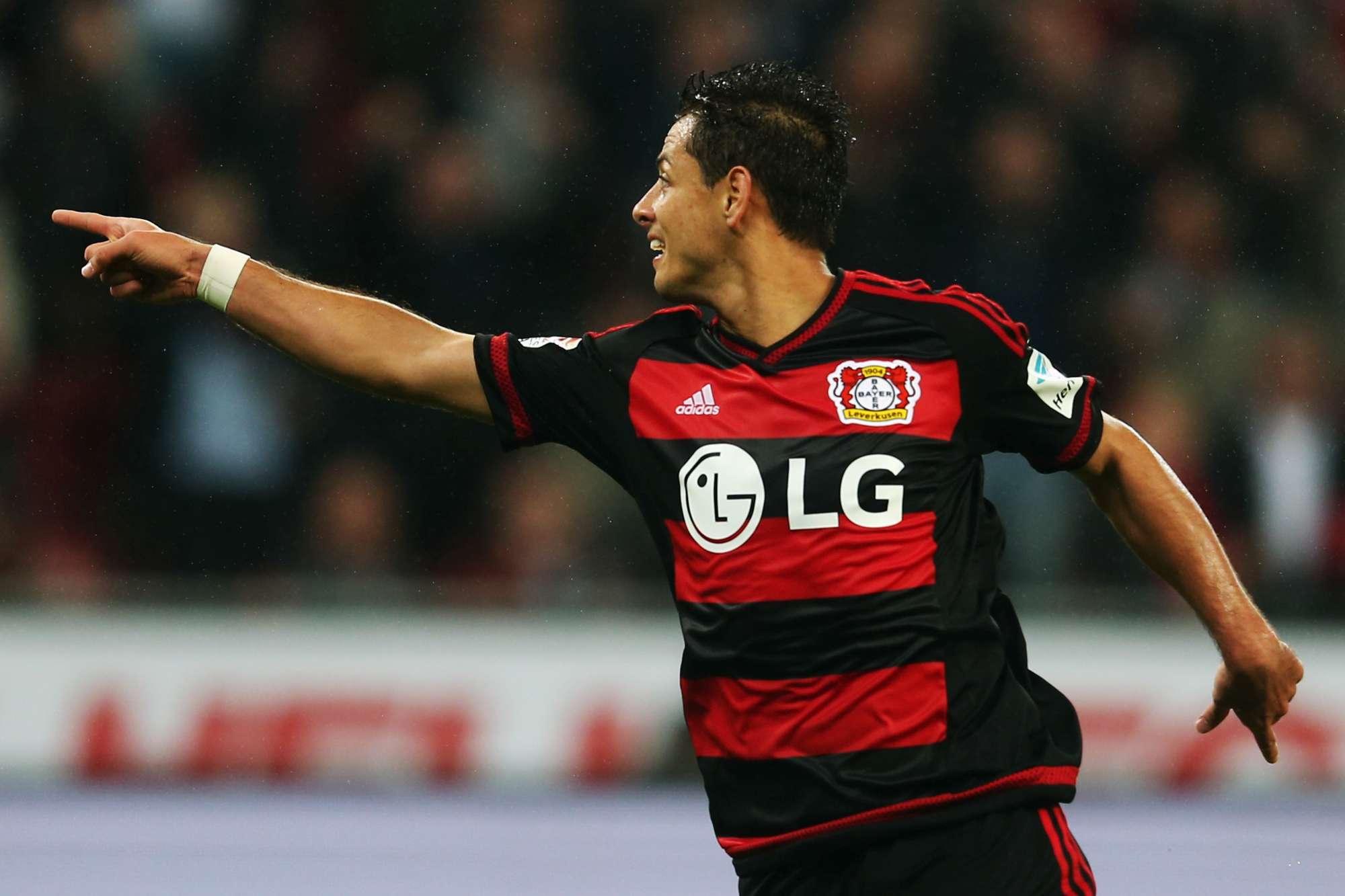Javier Hernandez esulta con la nuova maglia del Bayer Leverkusen