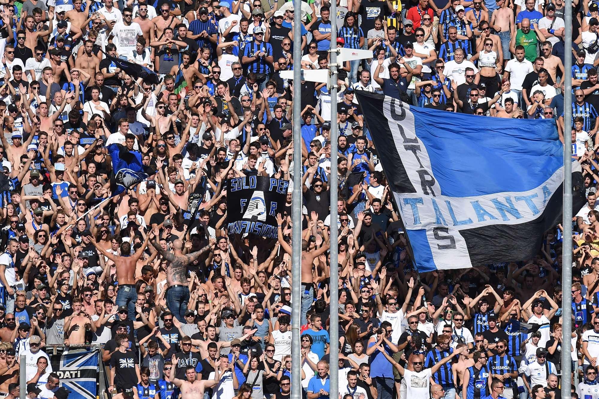 I supporters dell'Atalanta all'Atleti Azzurri d'Italia, stadio di Bergamo