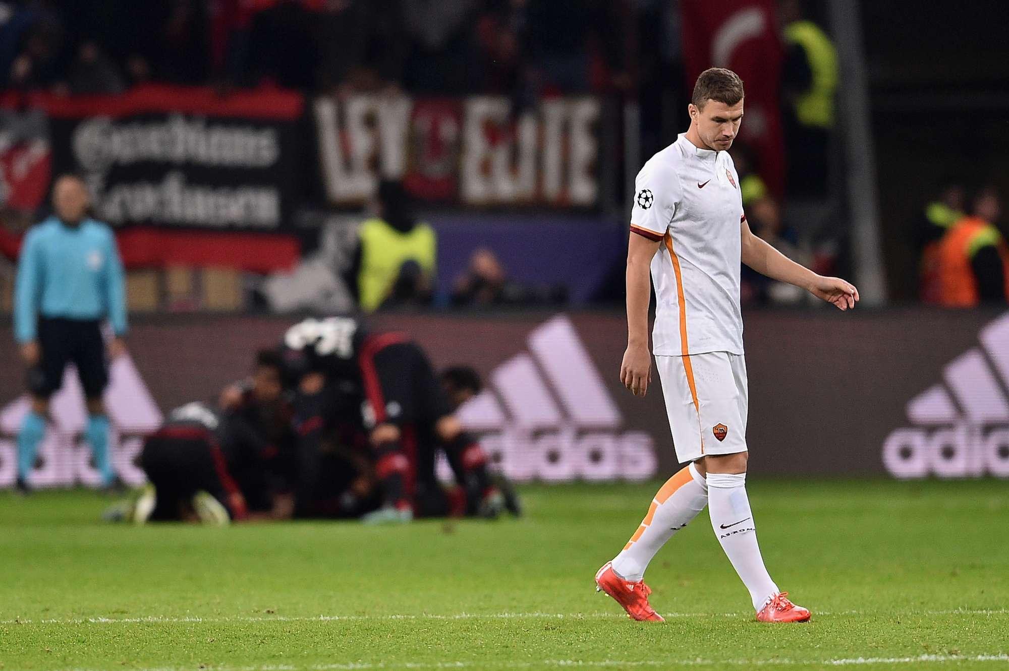 """Edin Dzeko non riesce a finalizzare il gioco """"povero"""" della Roma"""