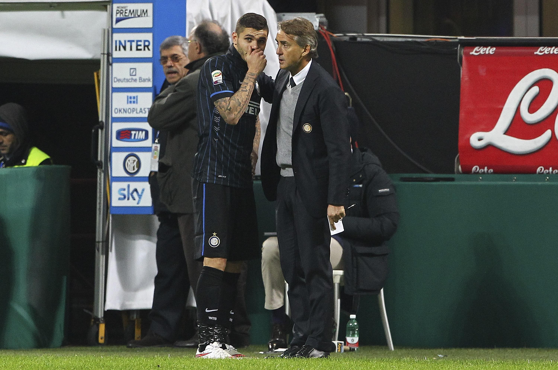 Icardi a colloquio con Mancini in un match della scorsa stagione