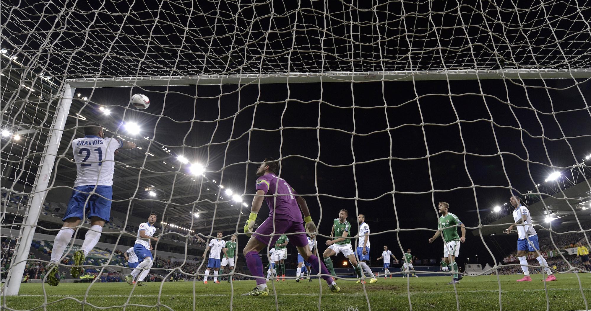 Il gol del 2-0 di Magennis in Irlanda del Nord-Grecia
