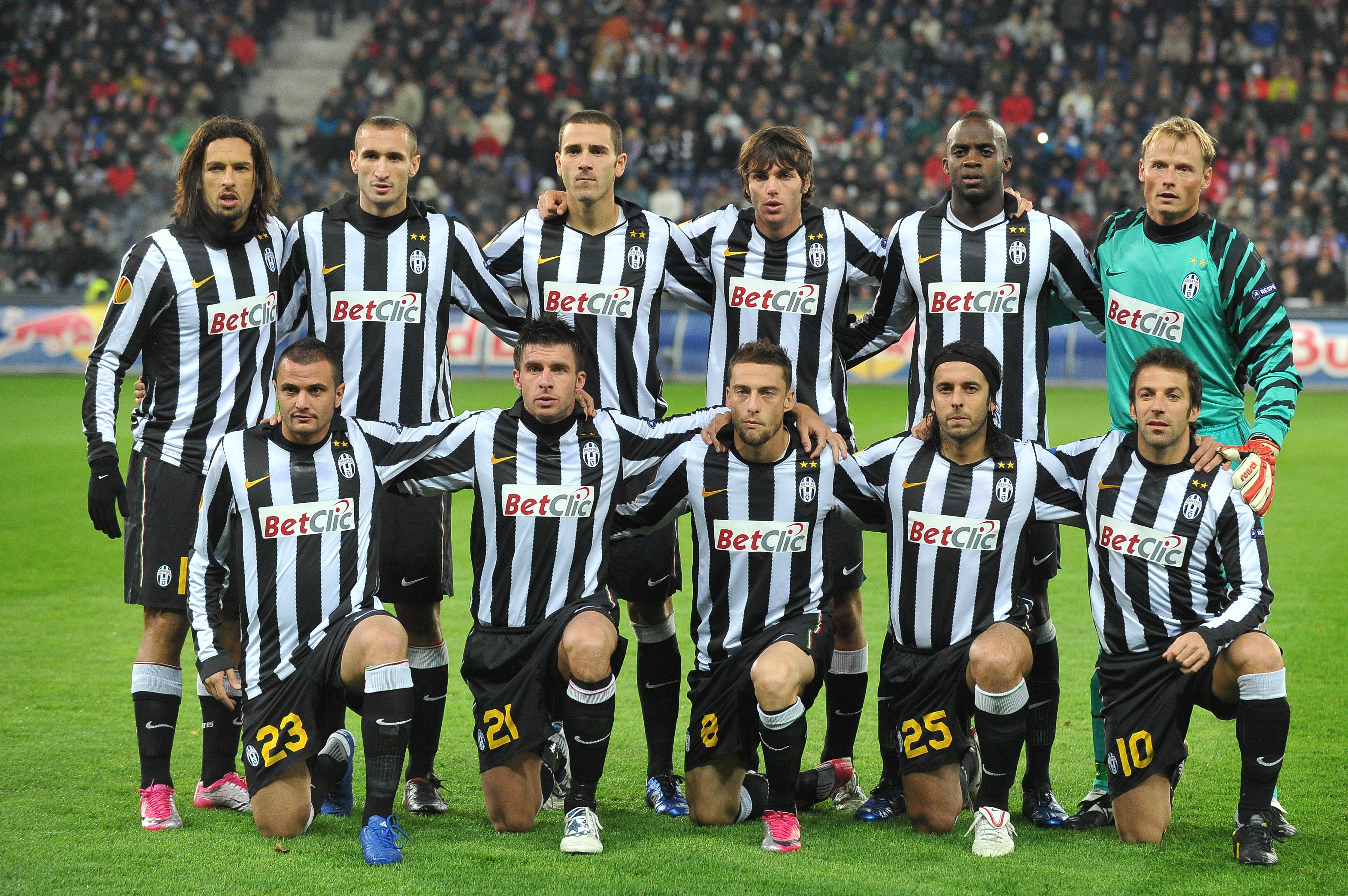 Players of Juventus Turin pose for a pic