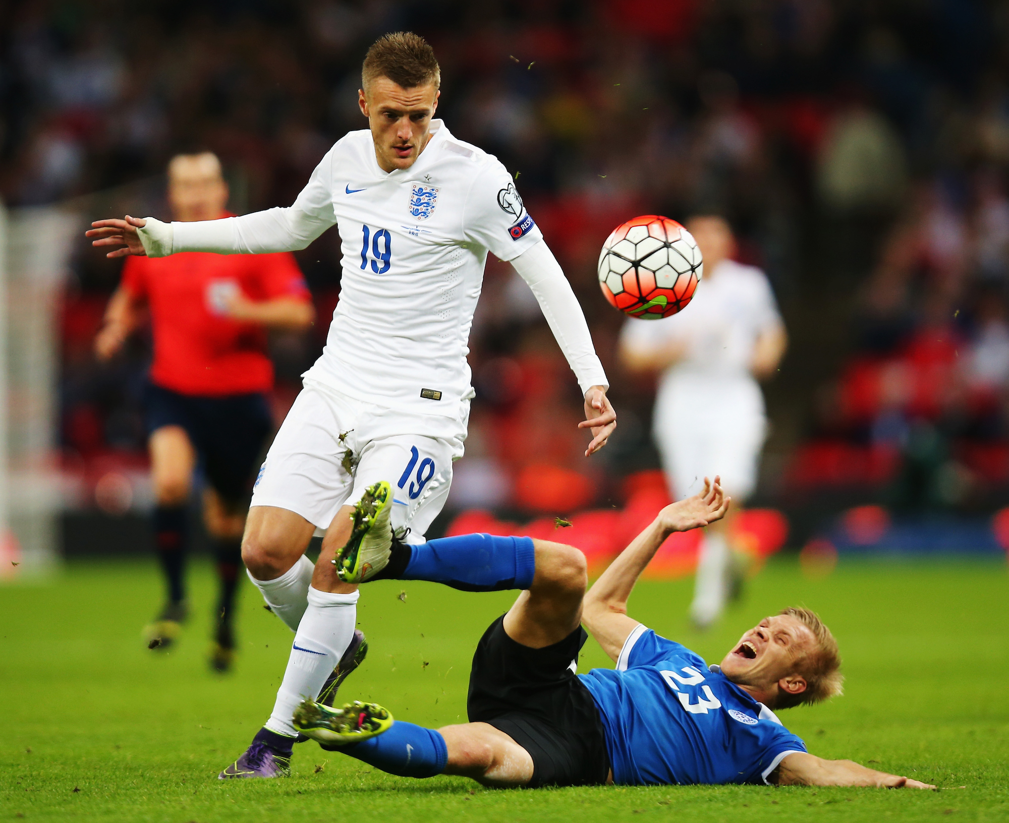 LONDON, ENGLAND - OCTOBER 09: Jamie Vardy of England battles with Taijo Teniste of Estonia during the UEFA EURO 2016 Group E qualifying match between England and Estonia at Wembley on October 9, 2015 in London, United Kingdom. (Photo by Bryn Lennon/Getty Images)