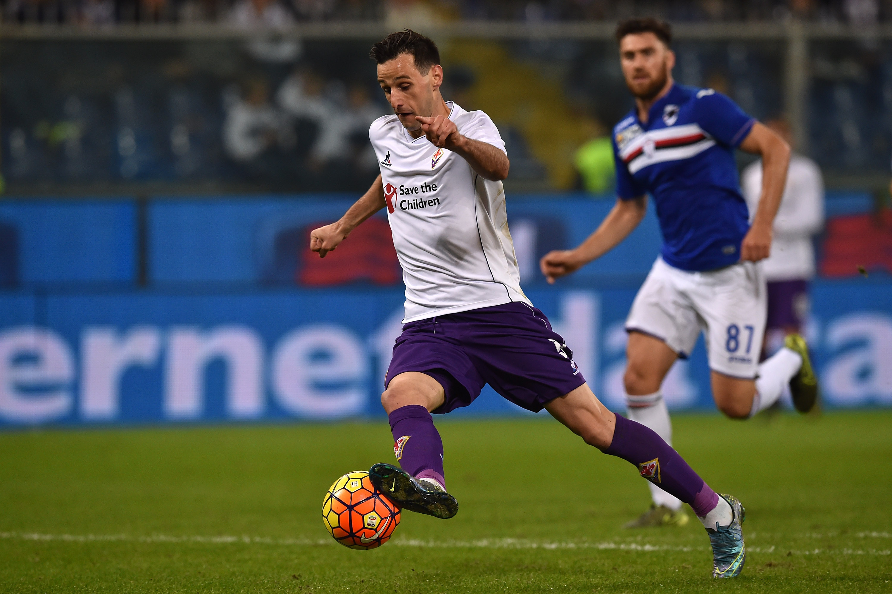 GENOA, ITALY - NOVEMBER 08: Nikola Kalinic of ACF Fiorentina in action during the Serie A match between UC Sampdoria and ACF Fiorentina at Stadio Luigi Ferraris on November 8, 2015 in Genoa, Italy. (Photo by Valerio Pennicino/Getty Images)