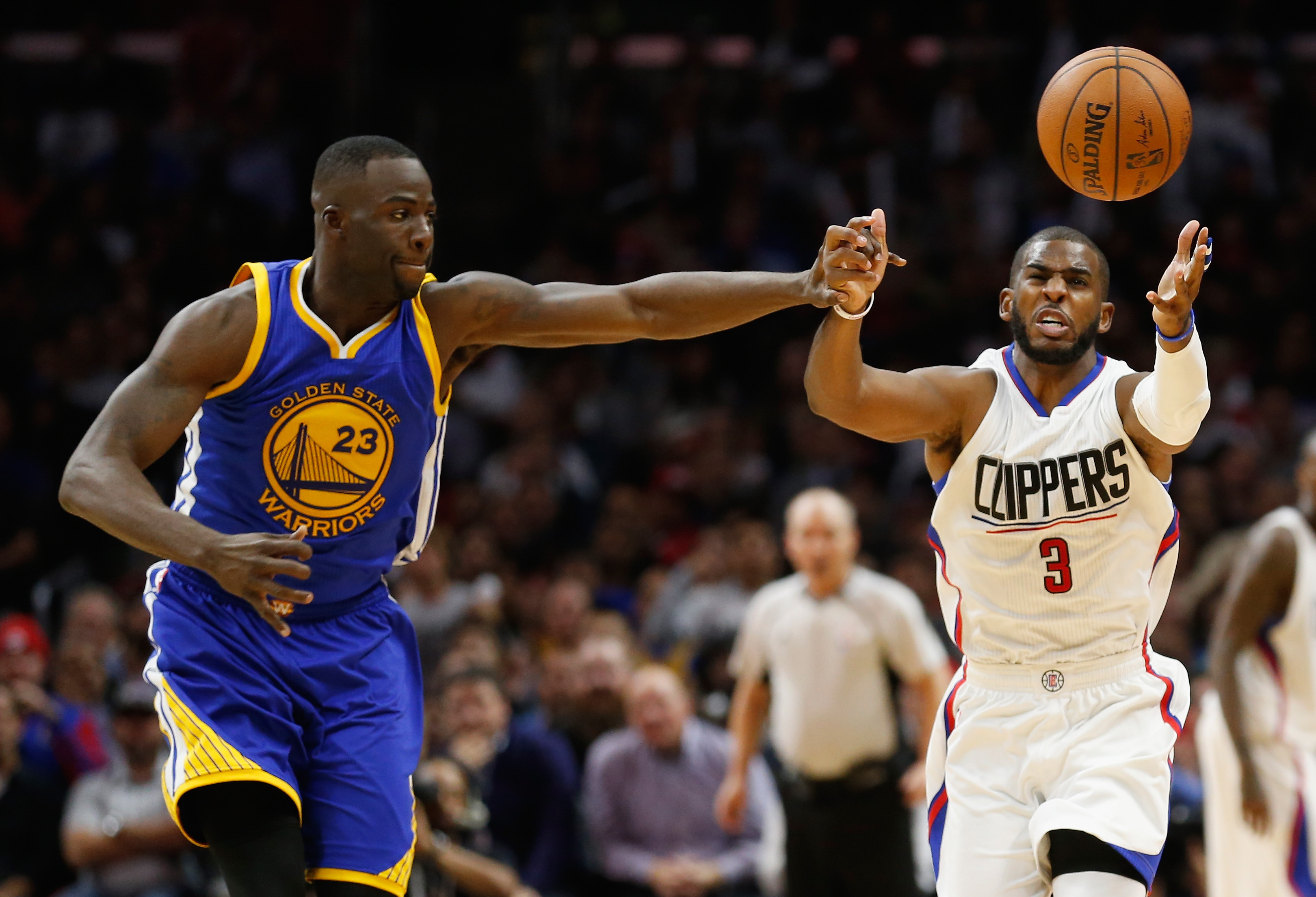 Chris Paul in azione contro i Golden State Warriors