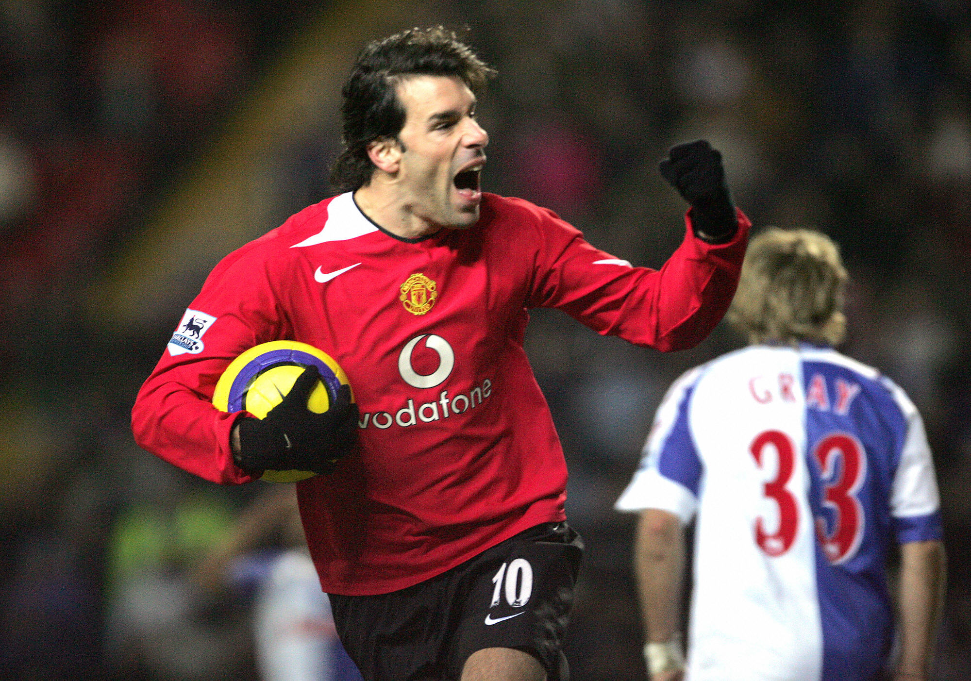 Blackburn, UNITED KINGDOM: Manchester United's Ruud van Nistelrooy celebrates scoring his first goal against Blackburn Rovers during their English Premiership soccer match at Ewood Park, Blackburn, England, 01 February 2006. AFP PHOTO/PAUL ELLIS Mobile and website use of domestic English football pictures subject to subscription of a license with Football Association Premier League (FAPL) tel : +44 207 298 1656. For newspapers where the football content of the printed and electronic versions are identical, no licence is necessary. (Photo credit should read PAUL ELLIS/AFP/Getty Images)
