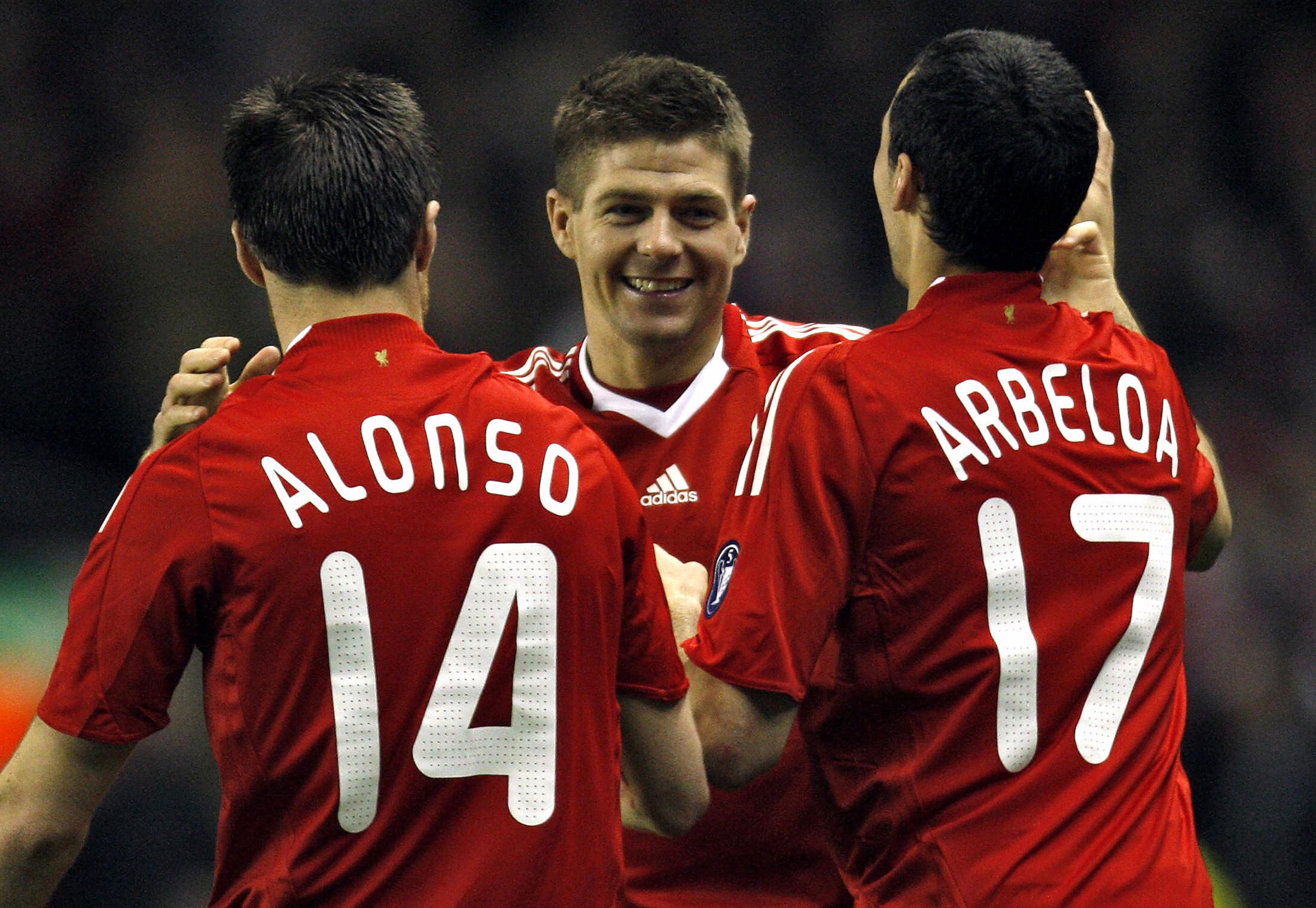 Xabi Alonso e Steven Gerrard, due pezzi del passato Liverpool che potrebbero presto riunirsi?