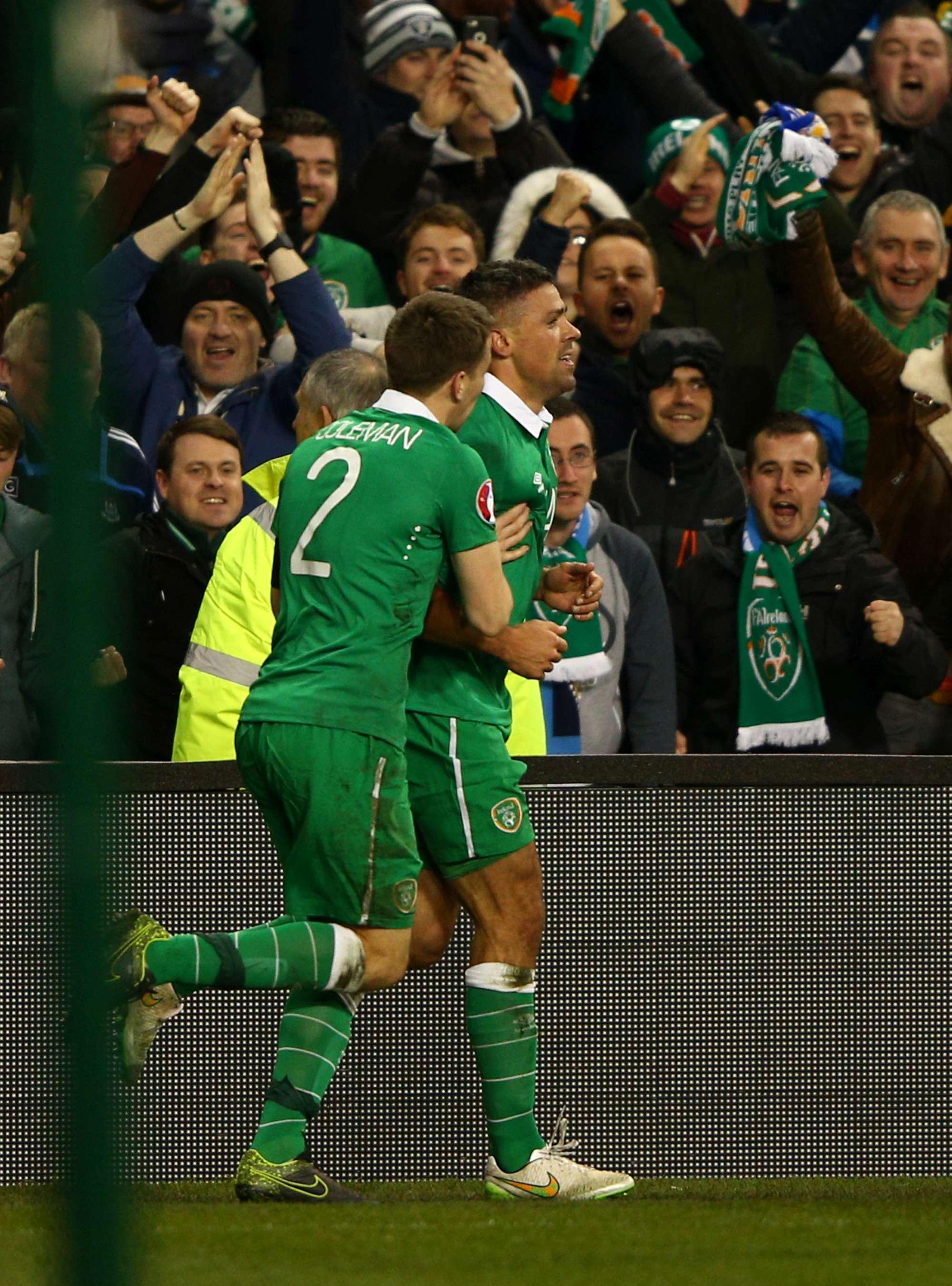 Jon Walters festeggia il gol contro la Bosnia
