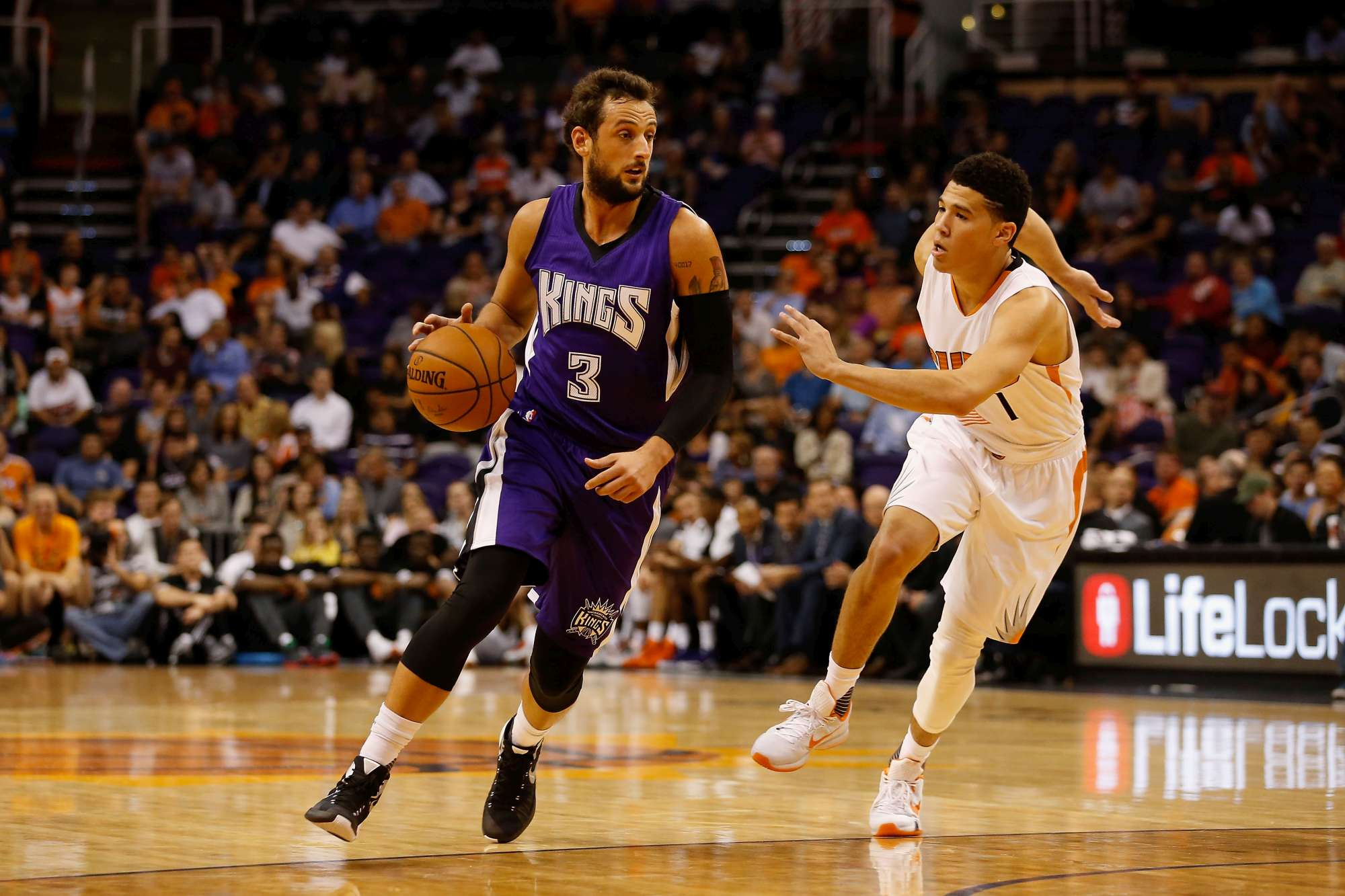 PHOENIX, AZ - OCTOBER 07: Marco Belinelli #3 of the Sacramento Kings handles the ball during the preseason NBA game against the Phoenix Suns at Talking Stick Resort Arena on October 7, 2015 in Phoenix, Arizona. The Suns defeated the Kings 102-98. NOTE TO USER: User expressly acknowledges and agrees that, by downloading and or using this photograph, User is consenting to the terms and conditions of the Getty Images License Agreement. (Photo by Christian Petersen/Getty Images)