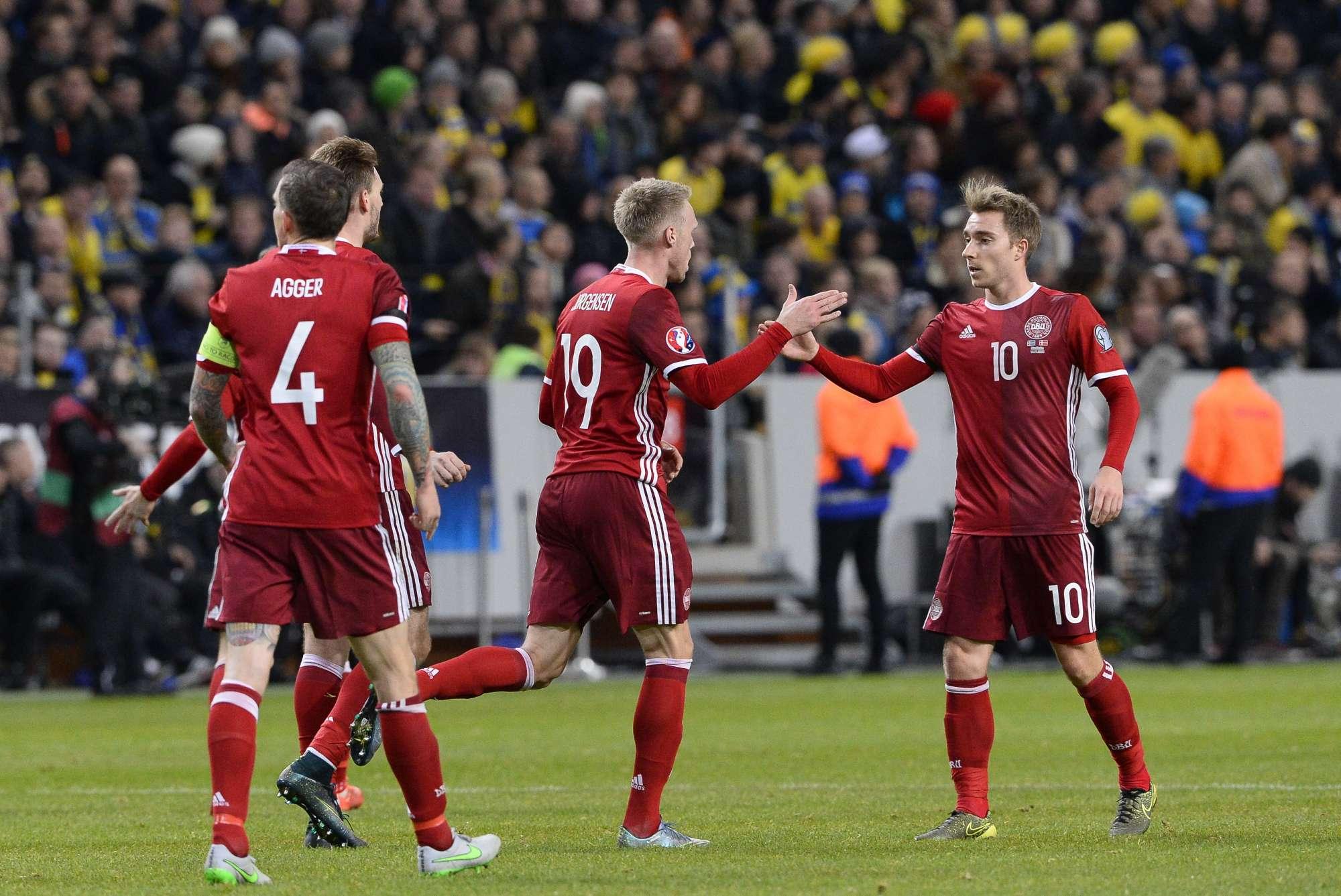 Nicolaj Jorgensen esulta per il gol del 2-1 contro la Svezia