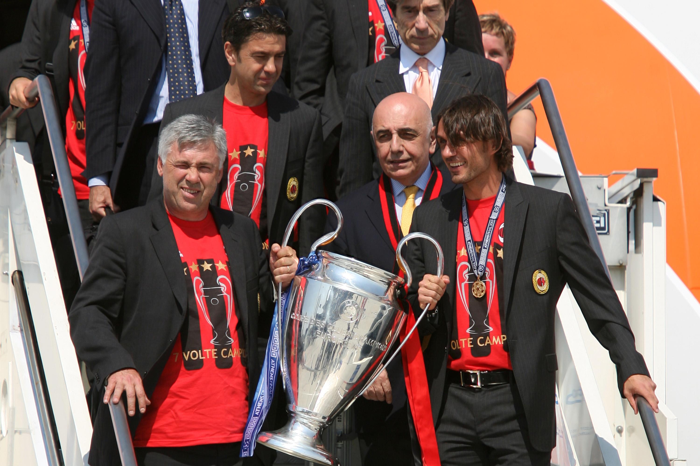 Carlo Ancelotti e capitan Paolo Maldini con l'ultima Champions League vinta dal Milan nella stagione 2006/07