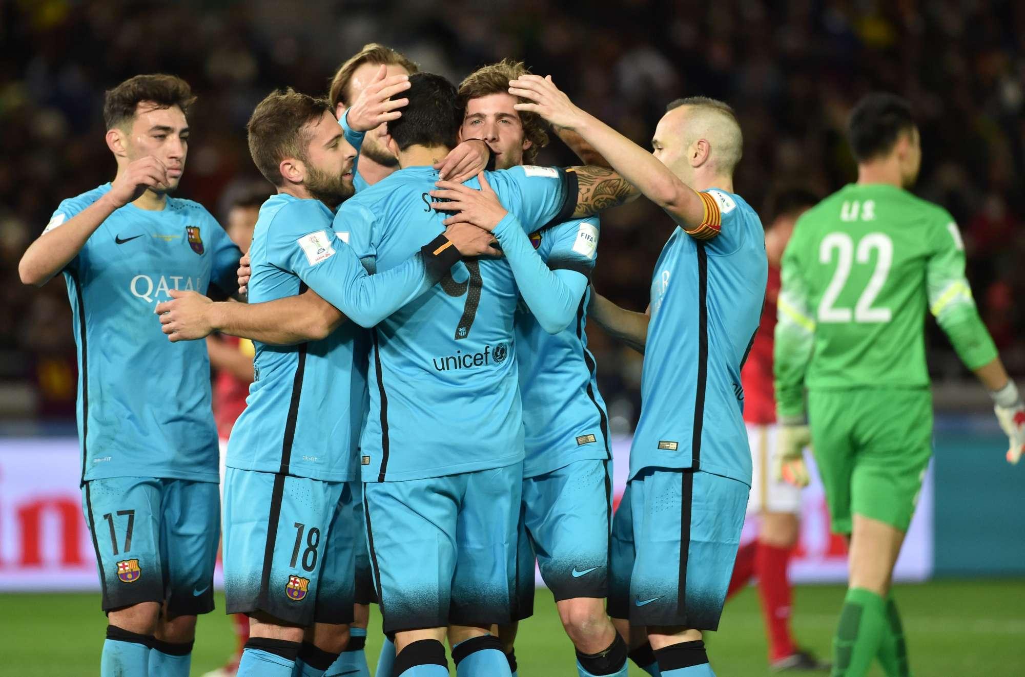 Il Barcellona festeggia il gol di Suarez in semiinale del Mondiale per Club