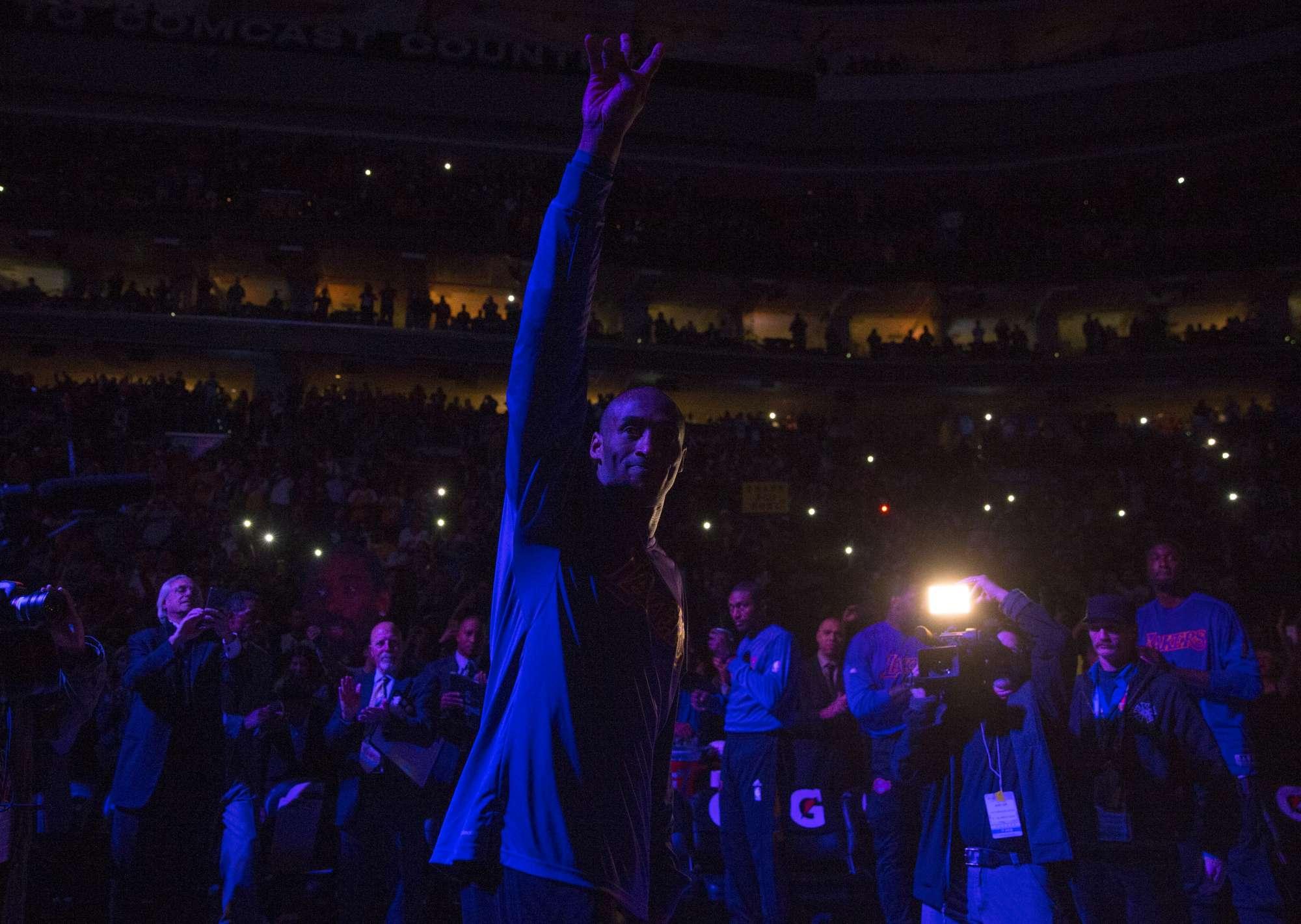 Il saluto di Kobe Bryant al pubblico di Philadelphia