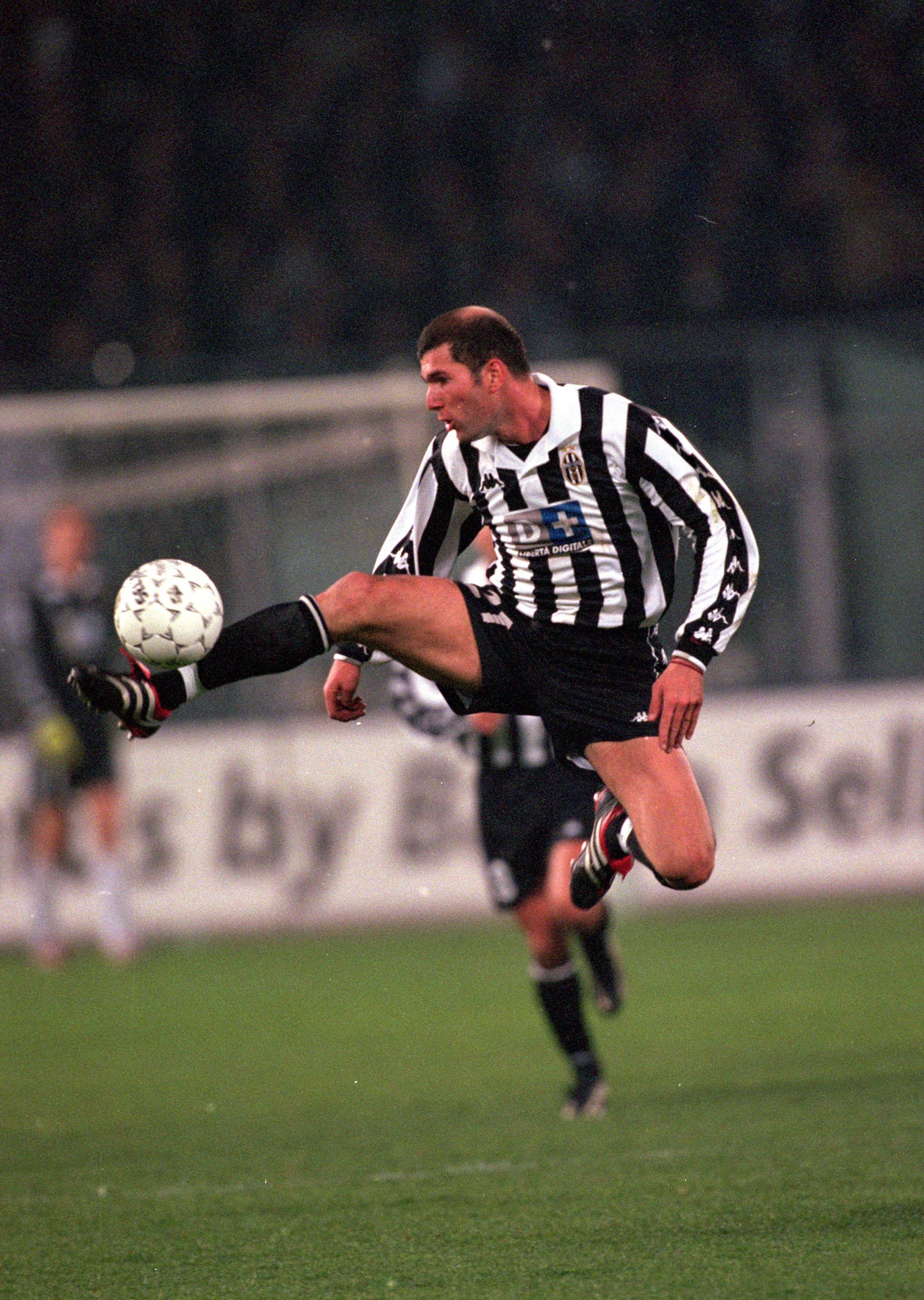 Un controllo atletico di Zidane ai tempi della Juventus