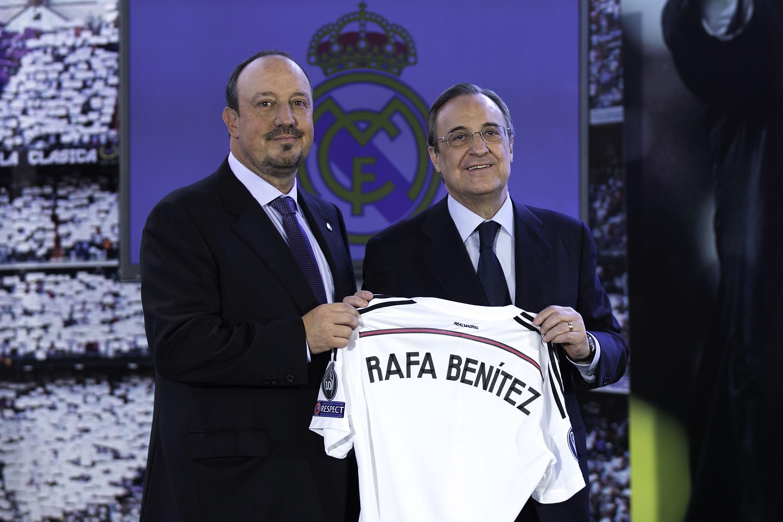 Uno dei pochi momenti felici di Benitez al Real: quello della presentazione...