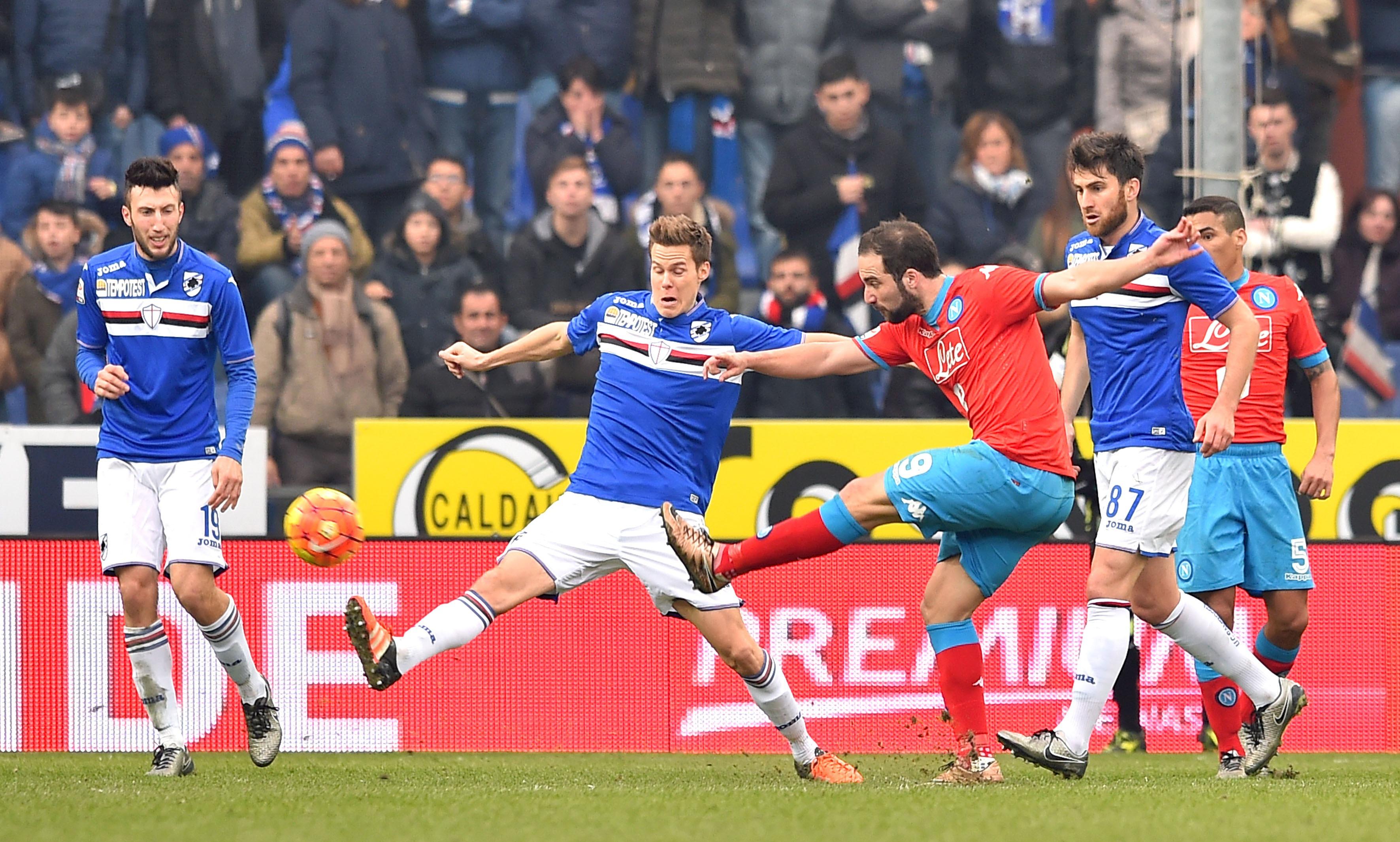 Un momento della sfida di ieri da Sampdoria e Napoli a Marassi, terminata 4-2 per i partenopei