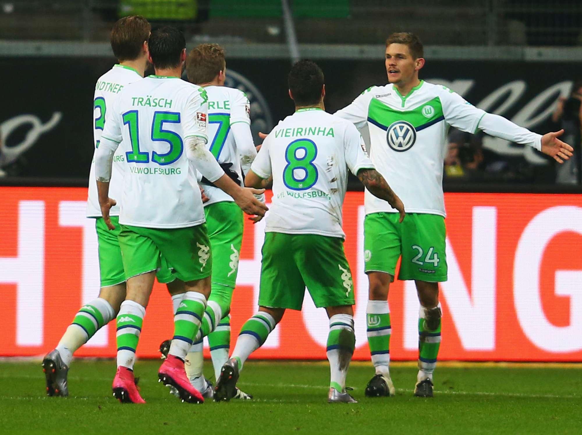 Andre Schuerrle festeggiato dai compagni dopo un gol