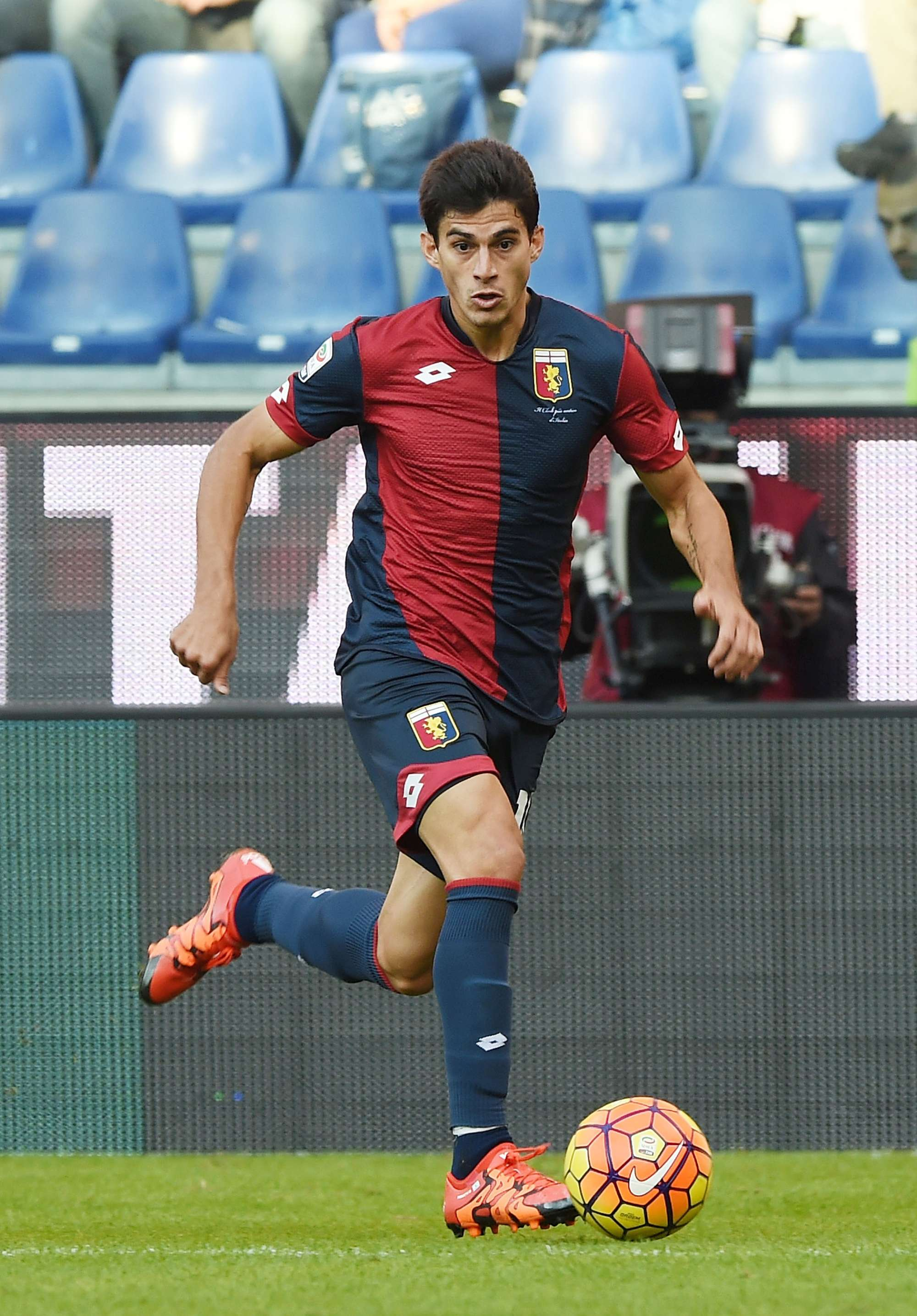 Diego Perotti ha giocato nel Genoa una stagione e mezzo, segnando 5 gol in 45 partite