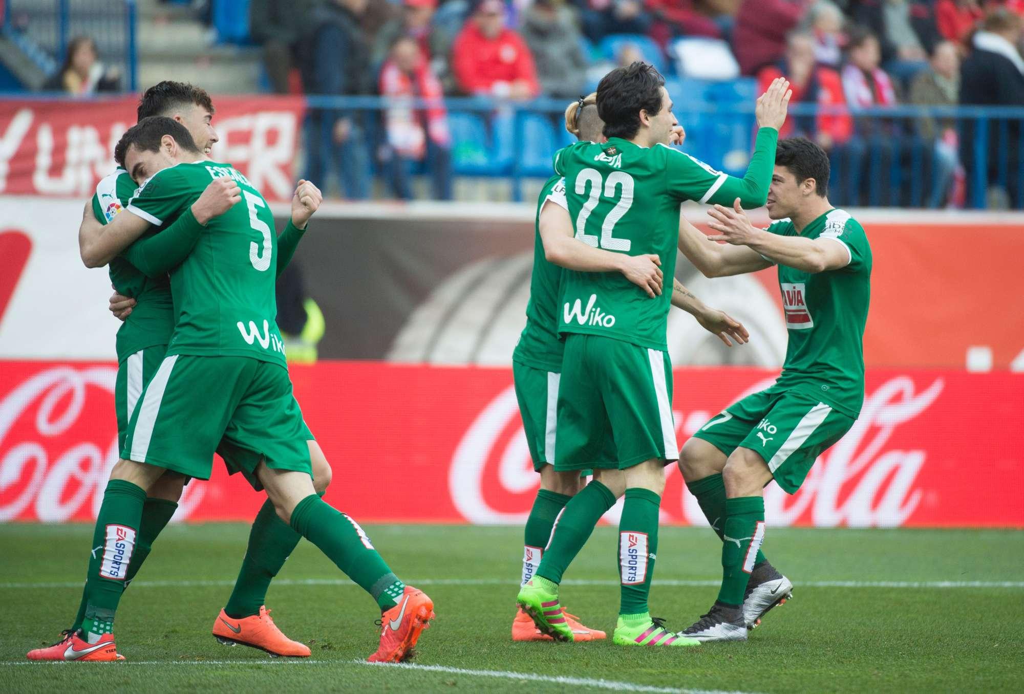 I giocatori dell'Eibar festeggiano un gol contro l'Atletico Madrid