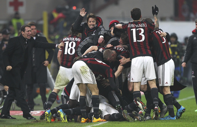 I festeggiamenti dei giocatori del Milan dopo il 3-0 di Niang