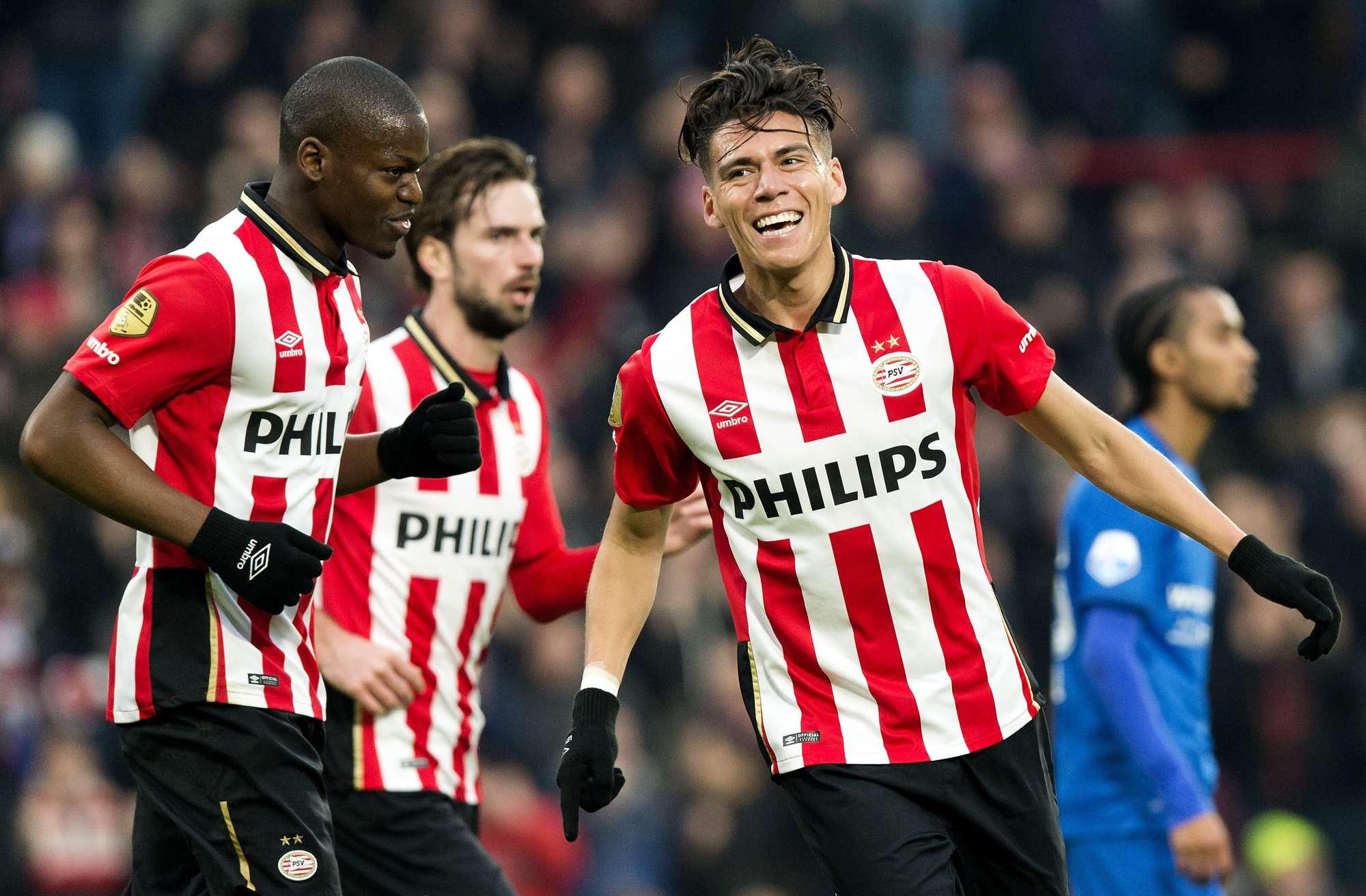 Hector Moreno, difensore del PSV, celebra un gol in una partita di Eredivisie