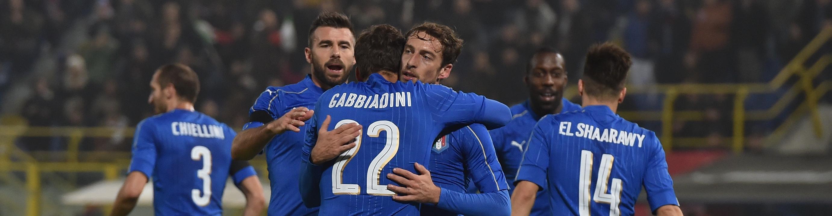 Marchisio abbracciato da Gabbiadini