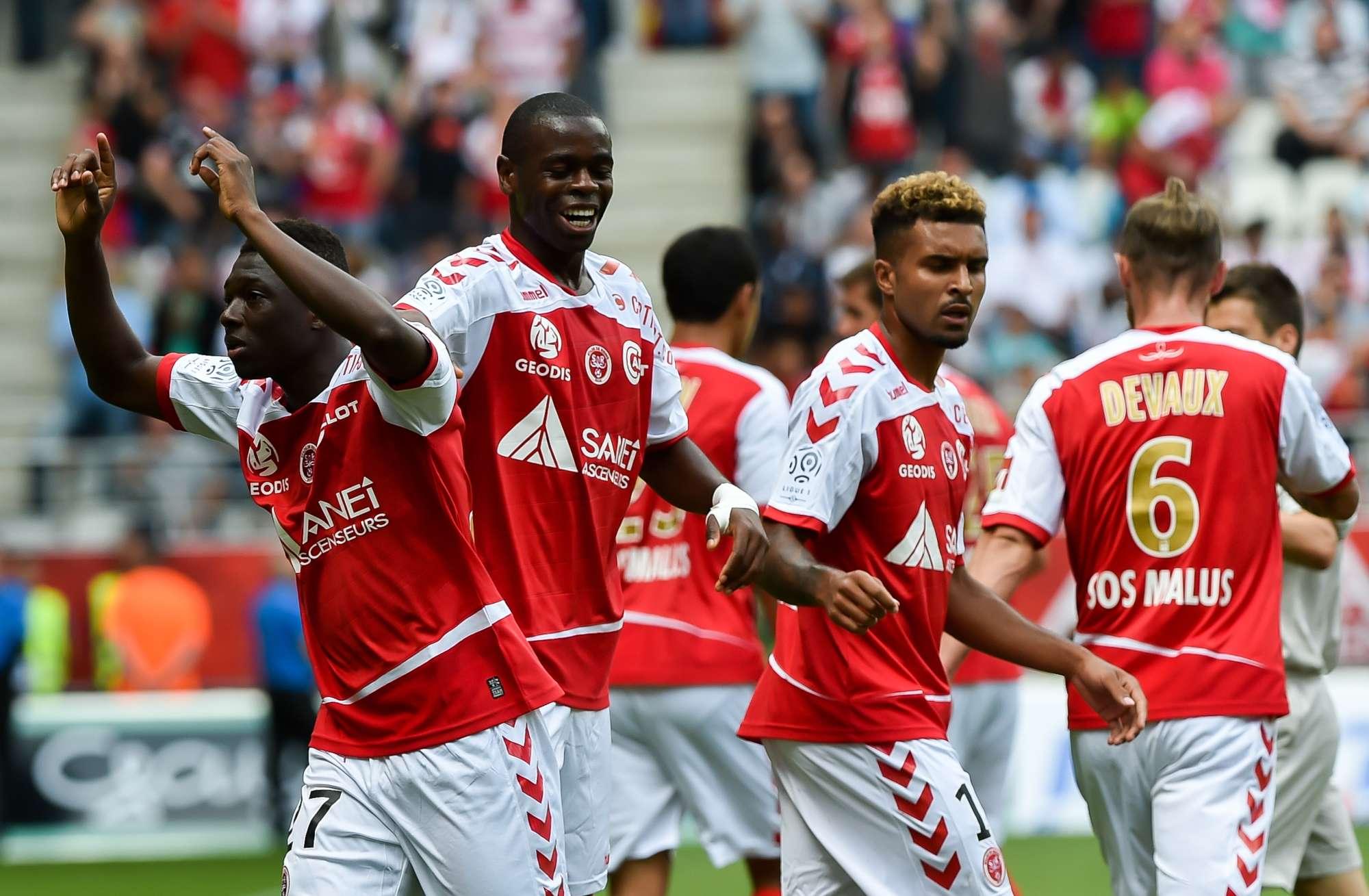Lo Stade de Reims esulta per un gol al Marsiglia. Contro il Monaco servirà una prova di grande cuore