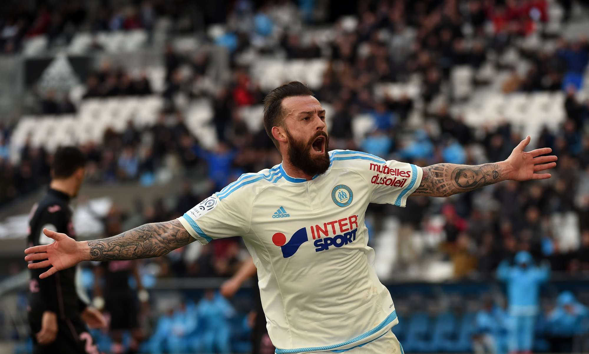 Steven Fletcher, attaccante del Marsiglia, celebra un gol dello scorso weekend