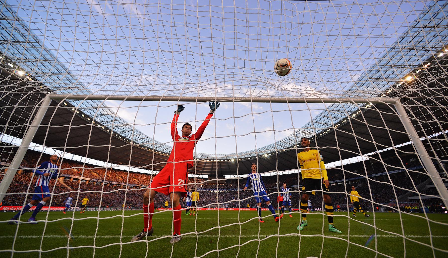Un'immagine dell'ultima sfida di Bundesliga fra Herta Berlino e Borussia Dortmund