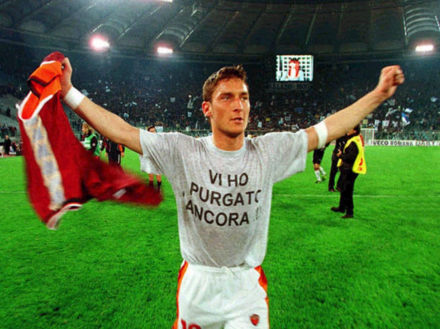 """Francesco Totti con la maglietta """"Vi ho purgato ancora!"""", diventata subito tormentone"""