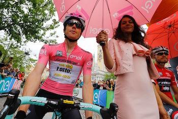 Giro d'Italia, Kruijswijk cerca un trionfo storico. L'Olanda sogna, il Belgio soffre