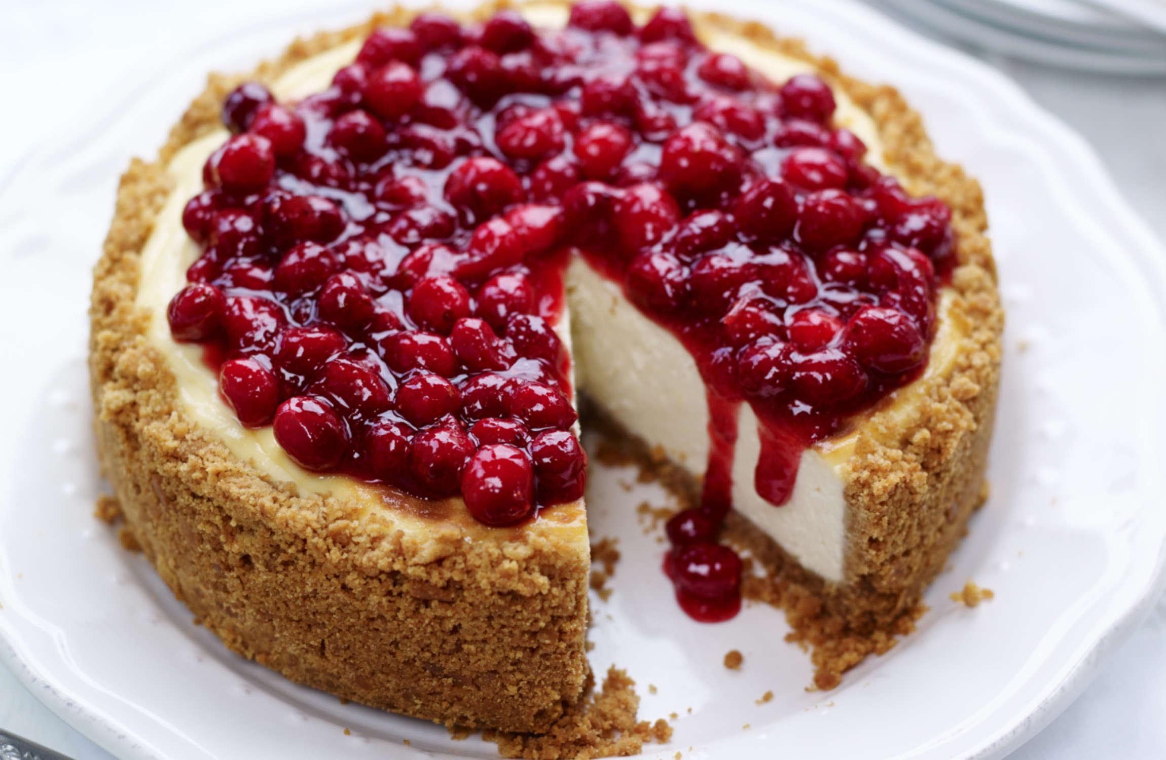 Cheesecake with Cranberry Glaze