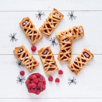 Raspberry Mummy Bakes