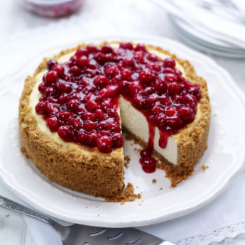 Cheesecake with Cranberry Glaze