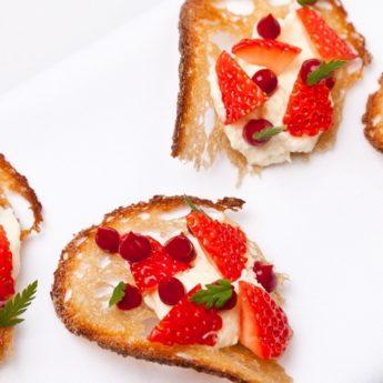 Strawberry Cheesecake & Honey Crisp Toast